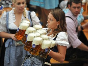 oktoberfest-girls-dirndl-beer-19